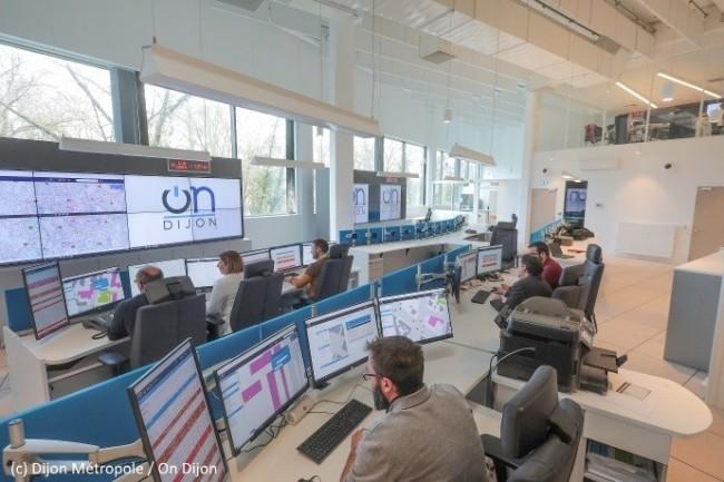 Le poste de pilotage connecté de OnDijon centralise les opérations sur les 23 communes de la métropole dijonnaise.