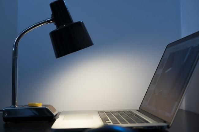 Les ventes aux entreprises rattrapent la chute des facturations du segment grand public sur le marché des PC en EMEA. (Crédit : NegativeSpace)