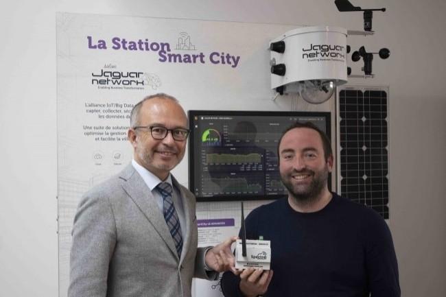 Kevin Polizzi, PDG de Jaguar Network (à droite), et Lionel Royer-Perreaut, président de 13 Habitat, inaugurent le dispositif. (Crédit : Jaguar Network)