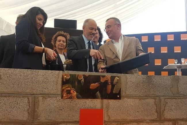 Stéphane Richard était présent ce 14 mai dans l'Eure pour poser la première pierre du datacenter Normandie 2. (Crédit : Orange)
