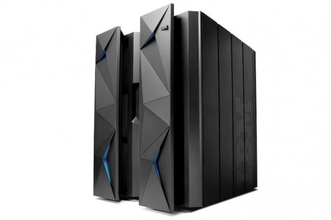 Pour rapprocher le mainframe des charges de travail du cloud, IBM déploie z/OS Container Extensions (zCX) et z/OS Cloud Broker pour accéder aux ressources z/OS sur IBM Cloud Private. (Ci-dessus un IBM z13/Crédit : IBM)