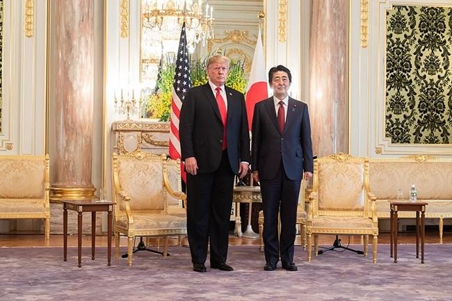 Le président américain, Donald Trump, et le Premier ministre japonais, Shinzo Abe, se sont rencontrés le 27 mai 2019 pour discuter des relations commerciales entre les deux pays. (Crédit : The White House)