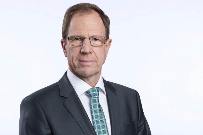 Le fabricant Cypress Semiconductor va renforcer l'expertise d'Infineon (dirigé par Reinhard Ploss, ci-dessus) sur la production de puces pour l'automobile et l'IoT. (Crédit : Infineon)
