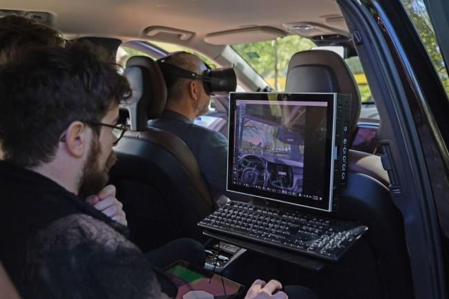 Le casque XR-1 lancé hier est également doté d'une technologie de suivi oculaire qui permet à Volvo d'évaluer l'usage des nouvelles fonctions par les conducteurs et de voir dans quelle mesure elles peuvent distraire leur attention. (crédit : Volvo)