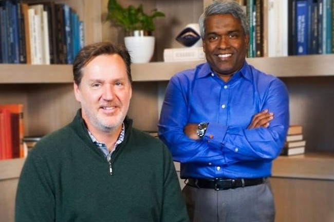 Franck Bien (CEO de Looker) à gauche et Thomas Kurian (CEO de Google Cloud) unissent leurs forces dans l'analytique cloud. crédit : D.R.