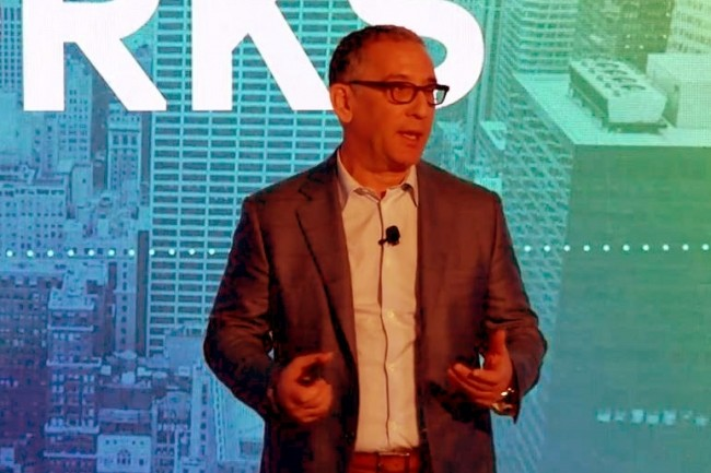 Michael Howard, CEO de MariaDB Corporation, lors de son keynote sur la conférence OpenWorks en mars 2019. (Crédit : MariaDB Corp).