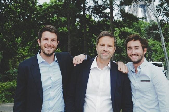 Louis Coulon (à g.), Marko Vujasinovic (au centre) et Gonzague Lefebvre ont réuni en 2016 les activités de leurs deux sociétés, Meteojob et Visiotalent sous le nom de Meteojob-Visiotalent. Deux ans plus tard, la marque corporate CleverConnect était lancée. (Crédit : CleverConnect)