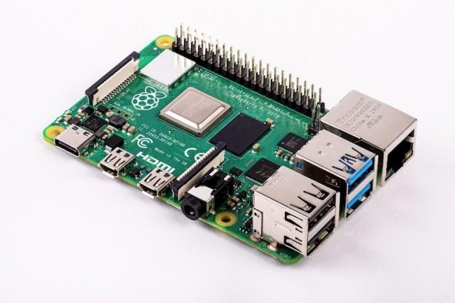 Selon la fondation Raspberry, sa mini carte Pi 4 serait aussi performante qu'un PC doté d'un processeur Intel Core i3. (Crédit D.R.)