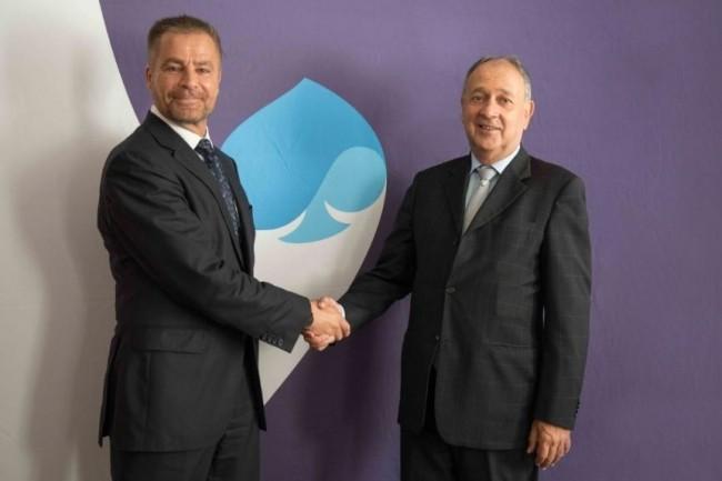 Paul Hermelin (à droite), PDG de Capgemini, au côté de Dominique Cerutti, PDG d'Altran, ce matin au siège social de la rue de Tilsitt du n°1 français des services informatiques. (Crédit : Capgemini)