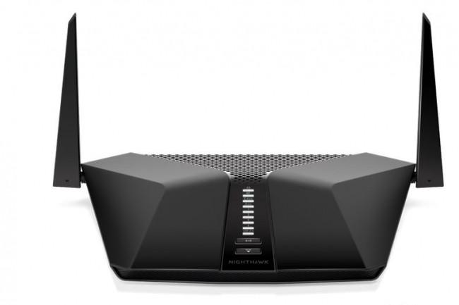 Moins robuste que le Nighthawk AX8, le modèle AX4 que vient d'annoncer Netgear à 219 euros est un routeur 4 flux allant jusqu' 3 Gb/s. (Crédit : Netgear)