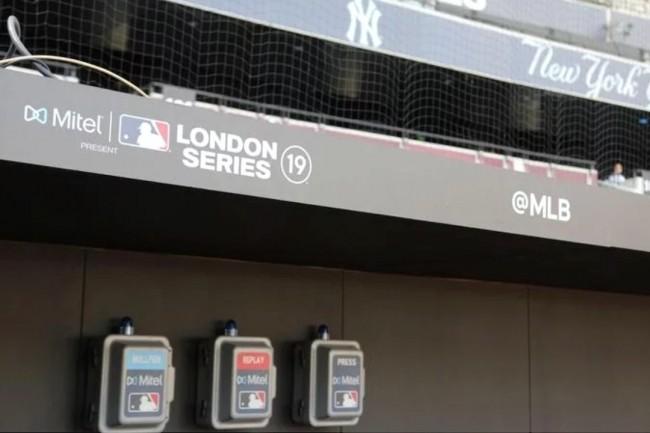 Des téléphones installés par Mitel au London Stadium pour les Baseball Series. (Crédit Mitel)