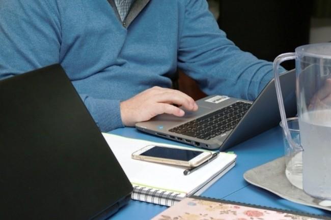 Les DSI doivent être vigilants à accorder du temps et des outils aux télétravailleurs. (Crédit Photo : Alterfines/Pixabay)