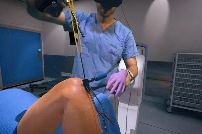 L'hôpital de Newcastle utilise la plate-forme de formation de réalité virtuelle Osso VR pour préparer les chirurgiens à des interventions difficiles. (crédit : D.R.)