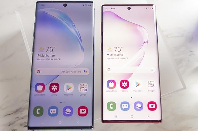 Les lunettes autour des écrans des derniers Galaxy Note de Samsung ont presque disparues, simulant un terminal plus grand alors que le Note 10 et 10+ ne dépassent pas la taille de leur prédécesseur. (Crédit : Michael Simon / IDG)
