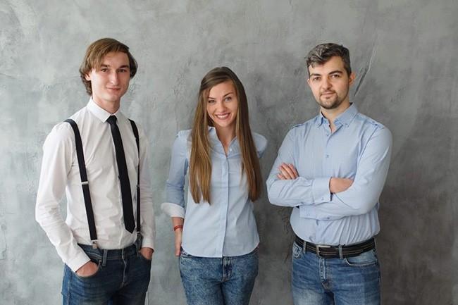 De gauche à droite : Denys Korobeinikov, CTO ; Olga Reminna, COO et Oleksandr Reminnyi, CEO de StapShot. Après l'acquisition, les deux hommes prendront la responsabilité du produit pour UiPath et la COO quittera le groupe. (Crédit : StepShot)