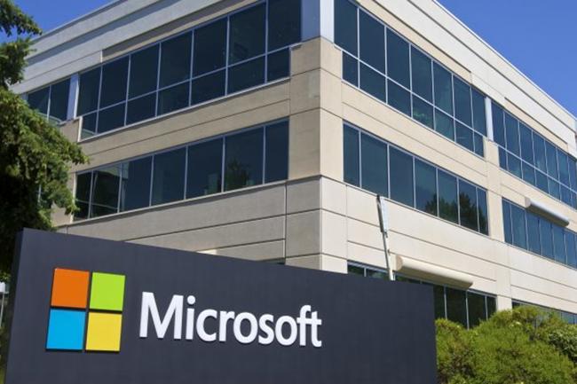 Les surcoûts bientôt imposés pour l'hébergement de logiciels on-premise de Microsoft par les grands opérateurs de cloud public préparent le terrain à la commercialisation de la nouvelle offre Azure Dedicated Host. (Crédit : D.R.)