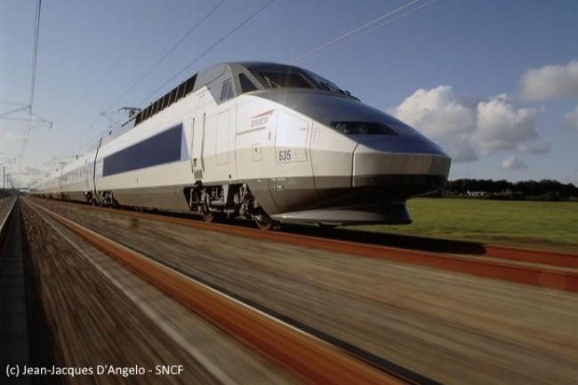 La SNCF a choisi de se diriger vers le cloud (Photo : La rame TGV Réseau n°535 sur la ligne TGV Nord, SNCF).