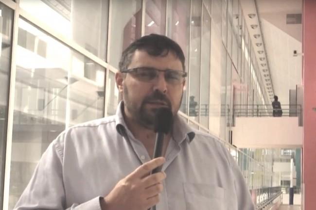 Le professeur Damien Sanlaville, chef du service de génétique médicale du CHU de Lyon, explique l'utilité du projet par le besoin d'analyser l'ADN de tumeurs ou de patients atteints de certaines pathologies. (crédit : Lyon Biopole)