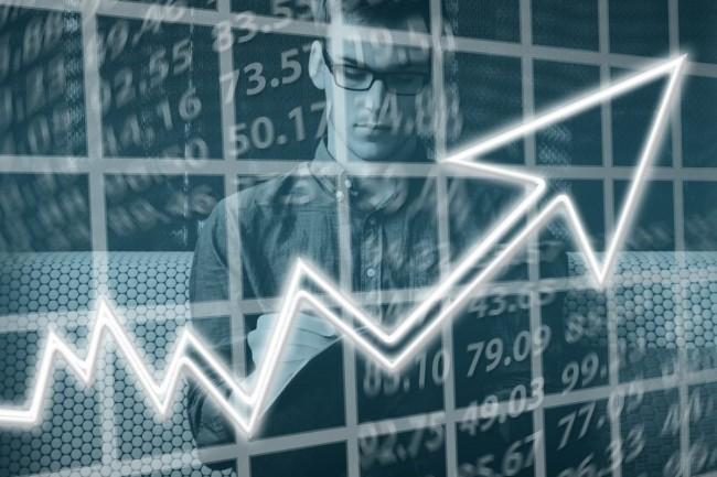 Cette année, la transition numérique des entreprises souhaitant relever les enjeux de l'IA et du cloud a eu un effet de levier sur salaires des cadres, selon le cabinet Expectra. Crédit. Pixabay/Geralt.