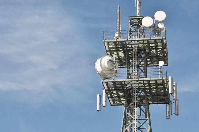 Cet été, Free a installé sa seule et unique antenne 5G pour tester ce réseau pendant six mois. L'équipement a été placé sur le toit de la Station F, incubateur de start-up ouvert par nulle autre que Xavier Niel. (Crédit : Free)