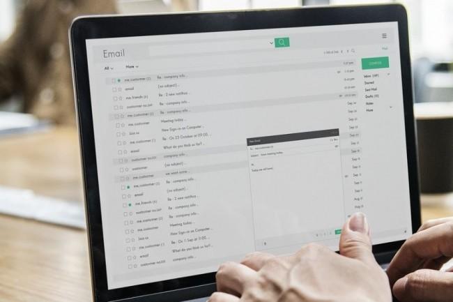 Chez Allianz, l'IA va servir à mieux détecter le niveau d'urgence des demandes clients reçues par email. (Crédit image : Pixabay/rawpixel)