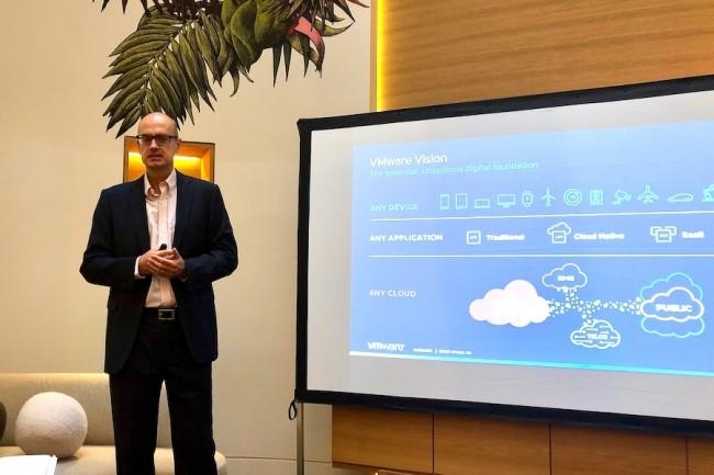 Eric Marin, directeur technique de VMware France, lors d'un point presse sur les annonces de VMworld 2019. (Crédit : LMI/SL)