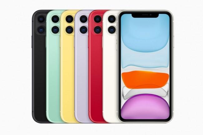 Modèle d(entrée de gamme, l'iPhone est néanmoins équipé d'un puce véloce et d'un chassis en verre.