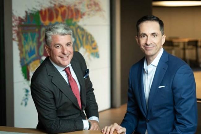 De gauche à droite,Juan Pedro Moreno, directeur Espagne, Portugal et Israël chez Accenture, au côté de Pedro Agudo, co-fondateur et CEO de Pragsis Bidoop. (Crédit : Accenture)