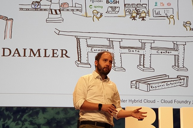 A la convention Cloud Foundry, c'est Thomas Müller, cloud platform architecte chez Daimler, qui est venu témoigner de la transition du SI du groupe vers une solution cloud hybride managée par Pivotal. (Crédit : Nicolas Certes)