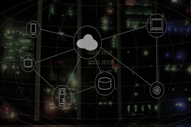 Les entreprises privilégient une approche hybride du cloud, les fournisseurs adaptent leurs offres en conséquence. (Crédit Photo: Wynpnt/Pixabay)
