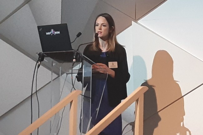 Amanda Maréchal, souscriptrice cyber chez QBE, a expliqué le périmètre pouvant être couvert par une cyber-assurance à l'occasion d'une présentation le 10 septembre 2019. (Crédit : BL)