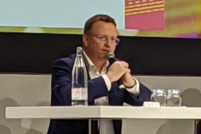 « On n'utilise pas que Azure, on travaille également au niveau du groupe sur AWS pour le traitement et le stockage de données issues d'innovations en points de ventes comme les miroirs intelligents permettant d'être maquillés en direct », a expliqué Olivier Ruault, DSI Europe de Shiseido. (crédit : D.F.)