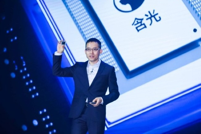 Alibaba Cloud's CTO succinctly presented the latest IA-based chip designed internally for the group's machine learning needs.  (Credit: Alibaba)