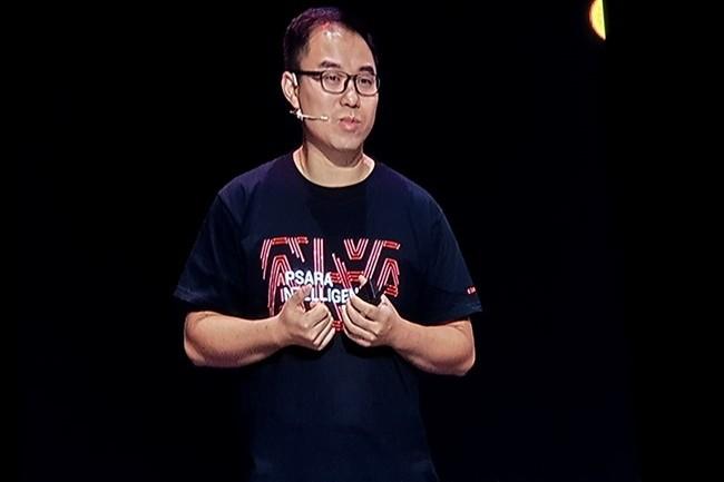La matinée du deuxième jour de l'Apsara conference était dédiée à l'équipe de Jin Ma, vice-président en charge des produits et solutions d'Alibaba Cloud, et à l'intégration d'algorithmes d'intelligence artificielle. (Crédit : Nicolas Certes)