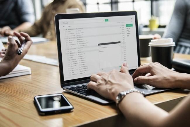 Dans sa dernière étude, le site de recrutement LesJeudis s'est associé au site d'évaluation ChooseMyCompany pour dresser le profil type d'un professionnel de la technologie en France ainsi que ses attentes.  Crédit: Pïxabay/rawpixel.