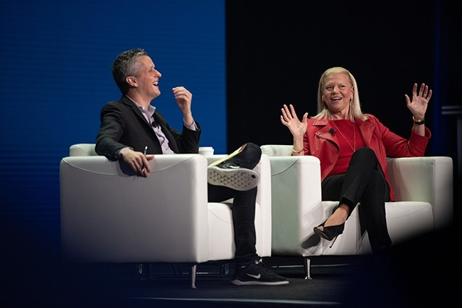 Pour officialiser l'intégration entre IBM et Box, Aaron Levie, CEO de Box, a invité sur scène en introduction Virginia Rometty, présidente et CEO d'IBM. (Crédit : Box)