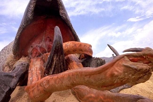 L'Unit 42 a baptisé le ver de cryptojacking, Graboid, en référence à la bête dans le film Tremors de 1990. (Crédit Photo : Youtube)