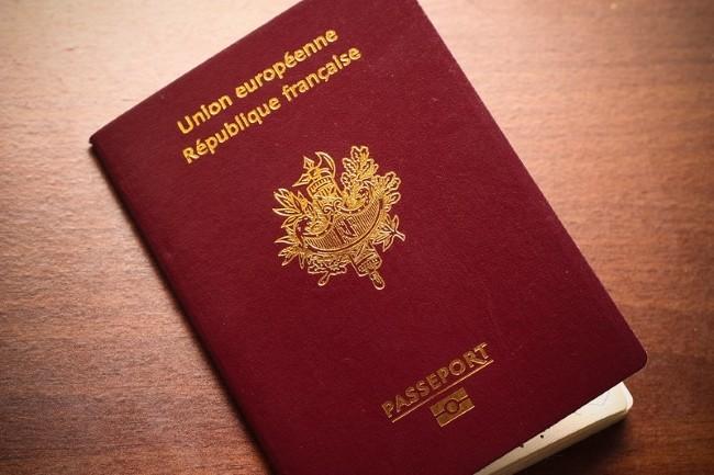 Le template d'un passeport français se négocie à 45 dollars sur le Dark Web (Crédit Photo : SottoEstelle/VisualHunt)