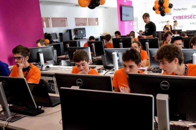 Chaque année, la Cyber security awareness week met en lice des étudiants sur des thématiques liées à la sécurité informatique. Crédit: Patrick Gardin.
