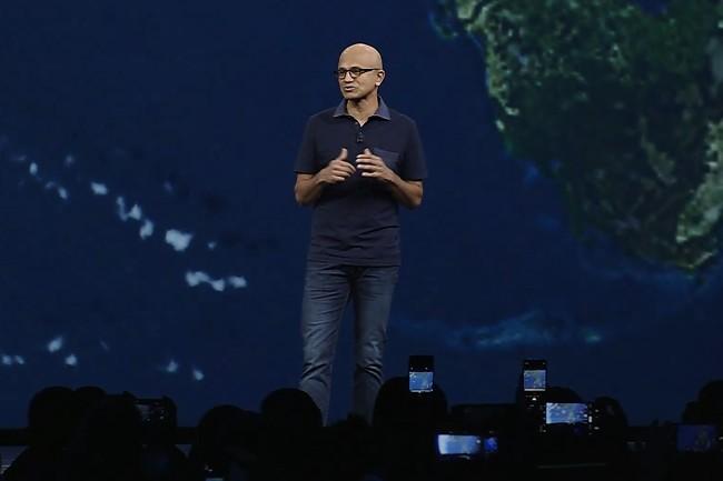 Lors de la conférence Ignite, Satya Nadella, CEO de Microsoft, a dévoilé des outils d'analyse et de gestion du cloud hybride en tête d'affiche. (Crédit : Microsoft)