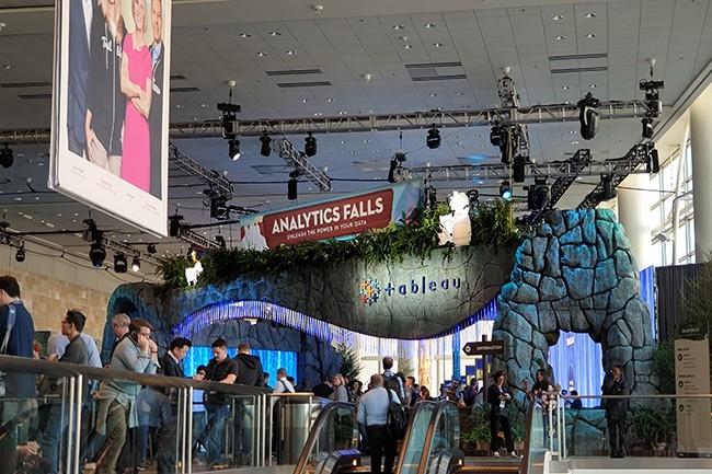 Les solutions analytiques rachetées par Salesforce étaient rassemblées dans une zone dédiée sur le salon de la convention Dreamfroce. (Crédit : Nicolas Certes)