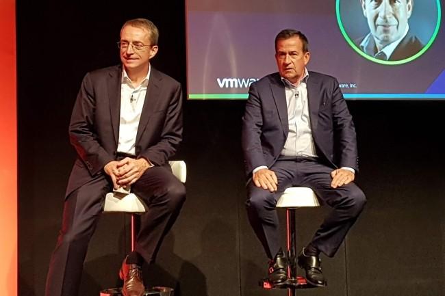 Jean-Pierre Brulard, à droite à coté de son CEO Pat Gelsinger,  assure la direction des activités commerciales de VMware depuis bientôt onze ans. (Crédit : S.L.)