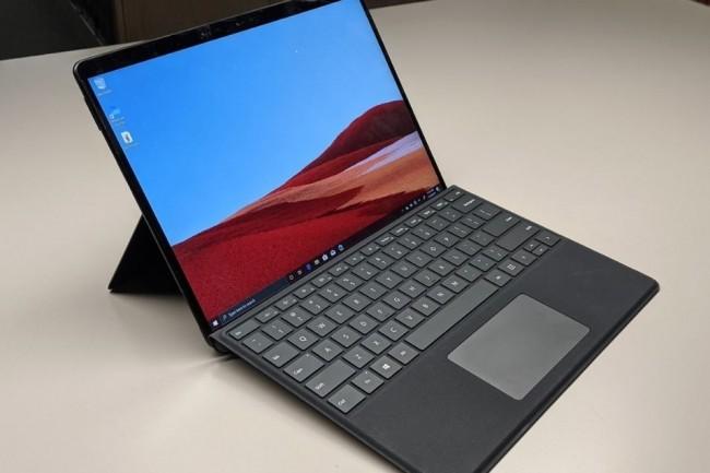 IDG boucle son test de la tablette Surface Pro X en s'intéressant aux performances . (Crédit Photo : DR)