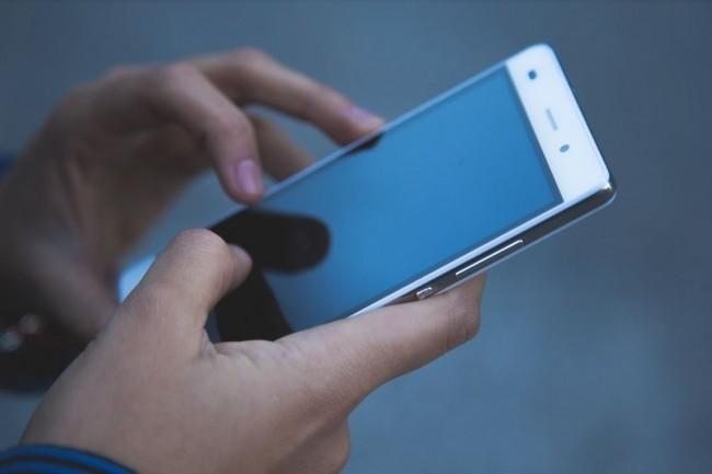 L'acc�s aux donn�es RH sur mobile s�duit bon nombre de salari�s en France, selon le dernier observatoire Open sur l'usage des mobiles. Cr�dit: Pixabay.