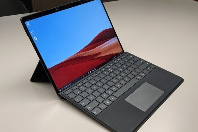 Pour notre confrère d'IDG, la tablette Surface Pro X a des atouts, mais aussi quelques inconvénients. (Crédit Photo : DR)