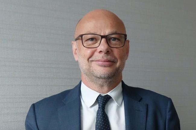 Laurent Jacquemain, vice-président senior, responsable d'Infor pour la France et l'Europe du Sud, met l'accent sur les fonctionnalités des Cloud Suiteciblées surdifférentes industries et secteurs d'activités. (Crédit : LMI/MG)