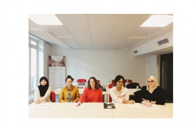 Une première promotion de 5 femmes QA Analysts ont intégré le programme Les Fantestiques lancé parAcial, PôleEmploi et Leboncoin. Crédit; Acial.