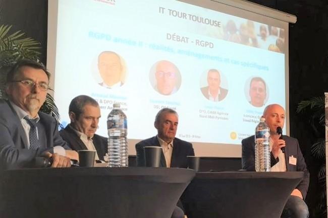 Les intervenants de l'IT Tour Toulouse 2019 avec de gauche à droite : Gilles Trouessin (animateur du groupe de travail régional AFCDP), Arnaud Massias (RSSI & DPO France, Liebherr Aerospace), Louis Thène (DPO Crédit Agricole Nord Midi-Pyrénées) et Laurent Sanchez (DSI d'OC Santé). crédit : LMI