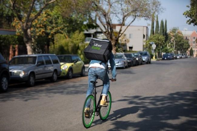 L'article 44 de la loi LOM aurait permis à des plateformes comme Uber ou Deliveroo de s'opposer à une demande de requalification du contrat avec ses travailleurs en contrat de travail (crédit photo : Uber)