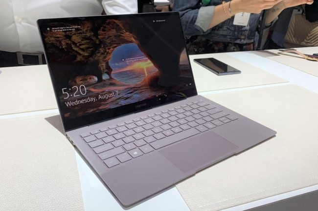 Mariant Windows 10 et une puce Qualcomm Snapdragon 8cx, le Galaxy Book S relance l'intérêt pour des PC portables toujours connectés. (Crédit  Ben Patterson/IDG)